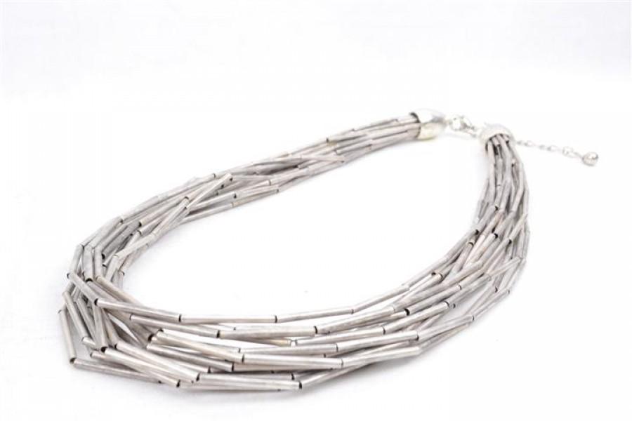 collier-en-métal-argenté-de-style-ethnic-chic