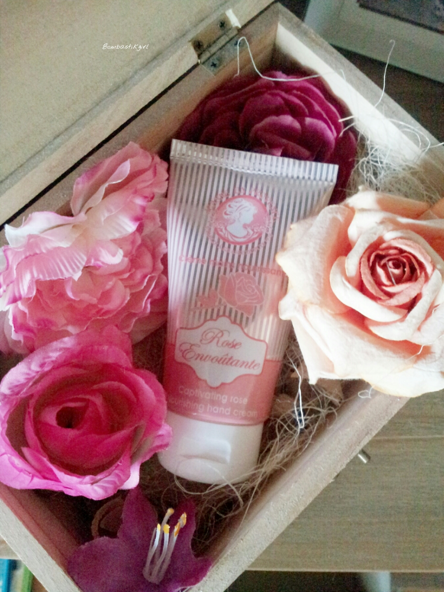 Jeanne en Provence et sa crème pour les mains à la Rose Envoutante
