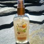 L'eau de soin hydratante Lovéa et ses petites paillettes