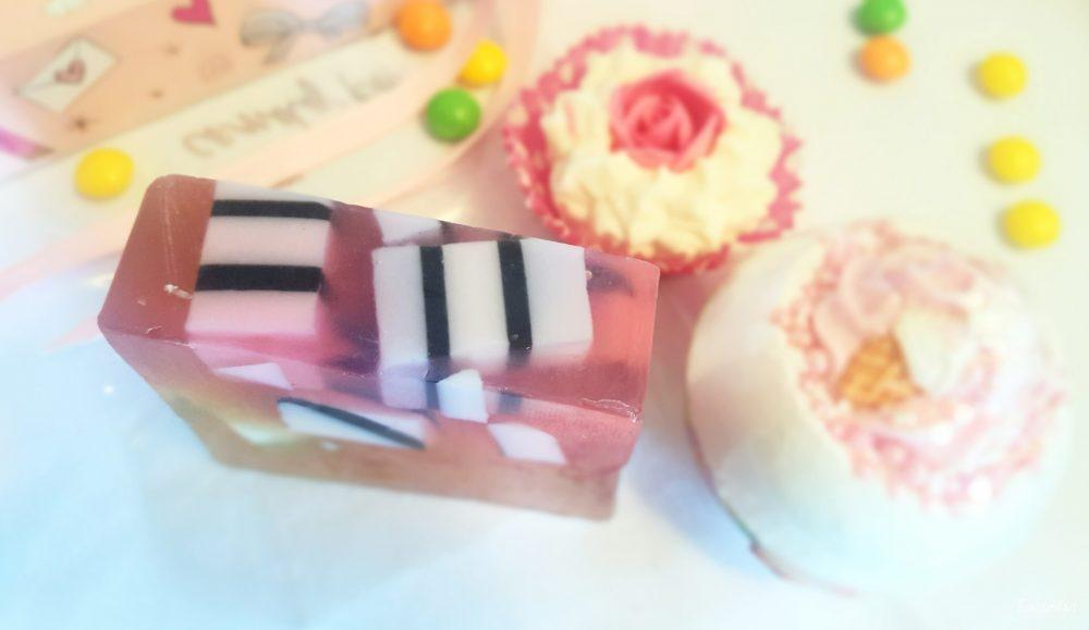 La fête dans le bain, avec les adorables produits de Boules de Bain