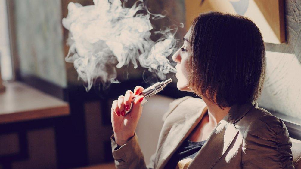 Pourquoi les fumeurs se mettent à la cigarette électronique ?