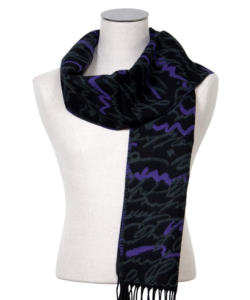 echarpe-noire-a-motif-graphique-carine