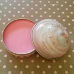 Du maquillage dans un cupcake chez DS World