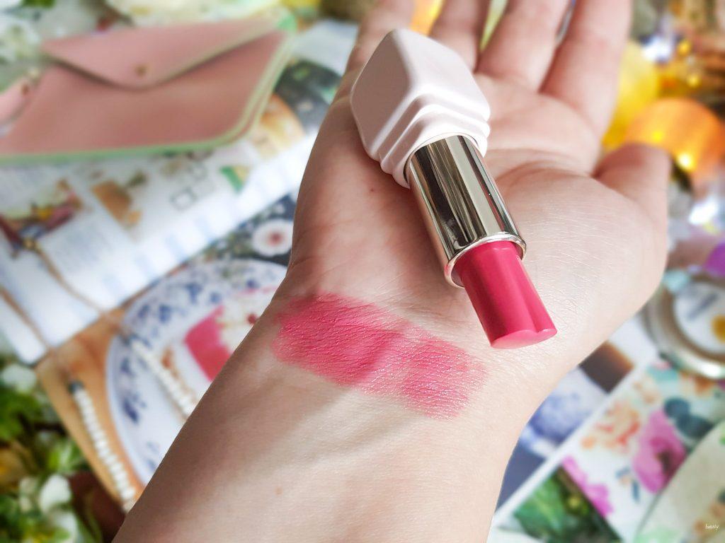 rouge à lèvres en forme de coeur