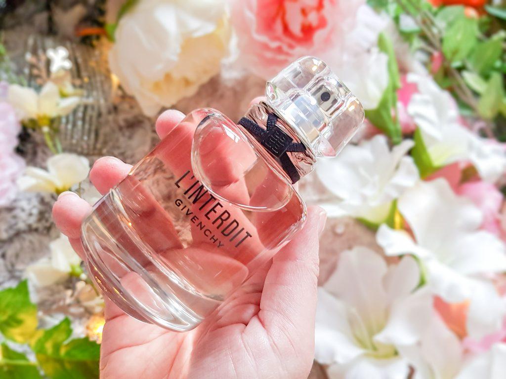 Linterdit De Givenchy La Fleur Blanche En évidence
