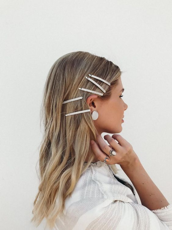 idée coiffure avec barrettes