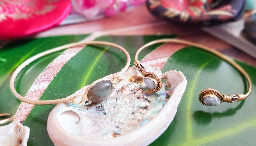 bracelets dorés en pierres Omyoki