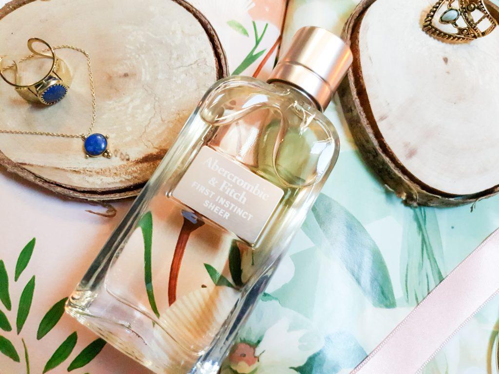 3 parfums pour les beaux jours : eau de parfum femme First Instinct Sheer Abercrombie & Fitch