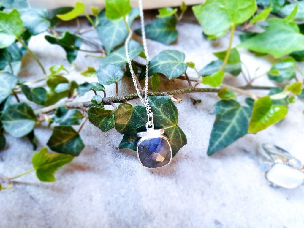 bijoux Clio Blue : pendentif labradorite et argent
