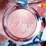 La jolie et subtile Poudre Ultra Brillance Diorskin Nude Luminizer Glow Vibes