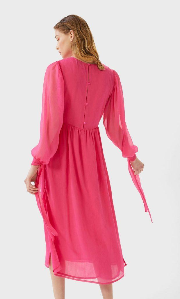 robes longues tendance été : robe midi fluide avec noeuds aux poignets Stradivarius