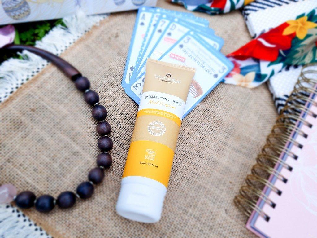 routine 100% cheveux Biotyfull Box avril 2020 : shampoing doux miel et épices Biothalys