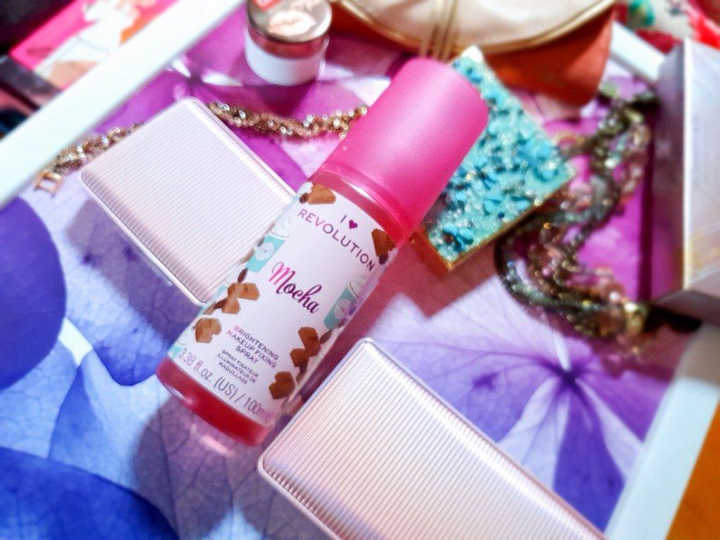 conseils pour maquiller une peau bronzée : fixateur de maquillage