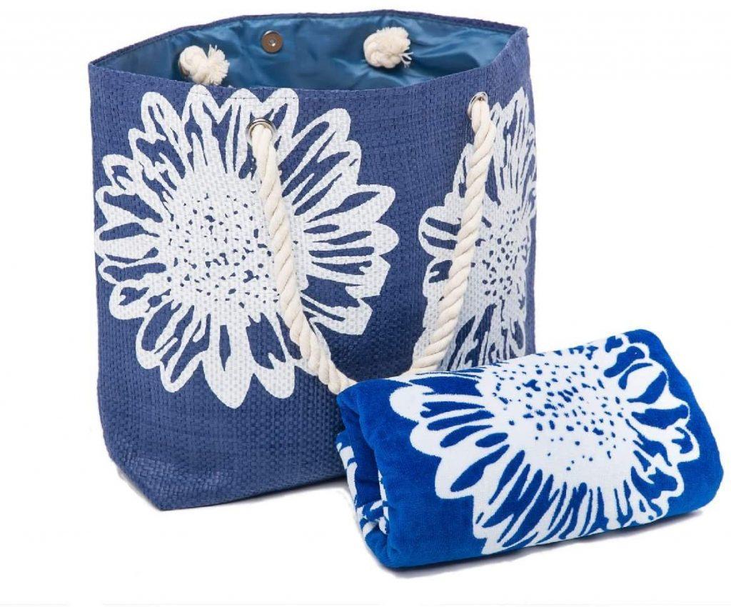 sac de plage bleu et serviette assortie