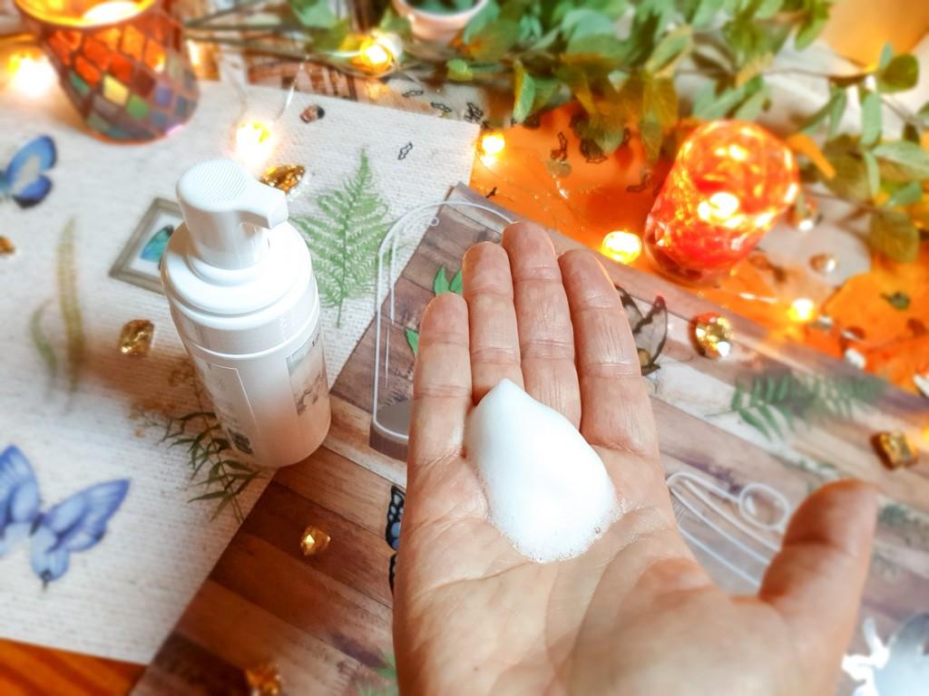 texture mousse nettoyante adaptée aux peaux sensibles La Sultane de Saba