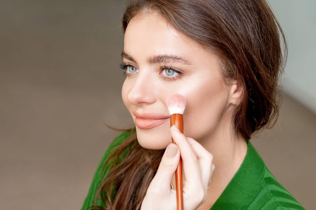 produits maquillage trousse beauté